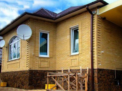 Фасады домов с отделкой из натурального камня