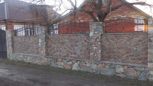 krasivye_zabory_iz_kamnya_i_kirpicha_7